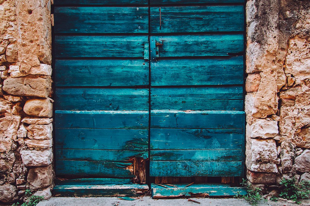 contrast_door