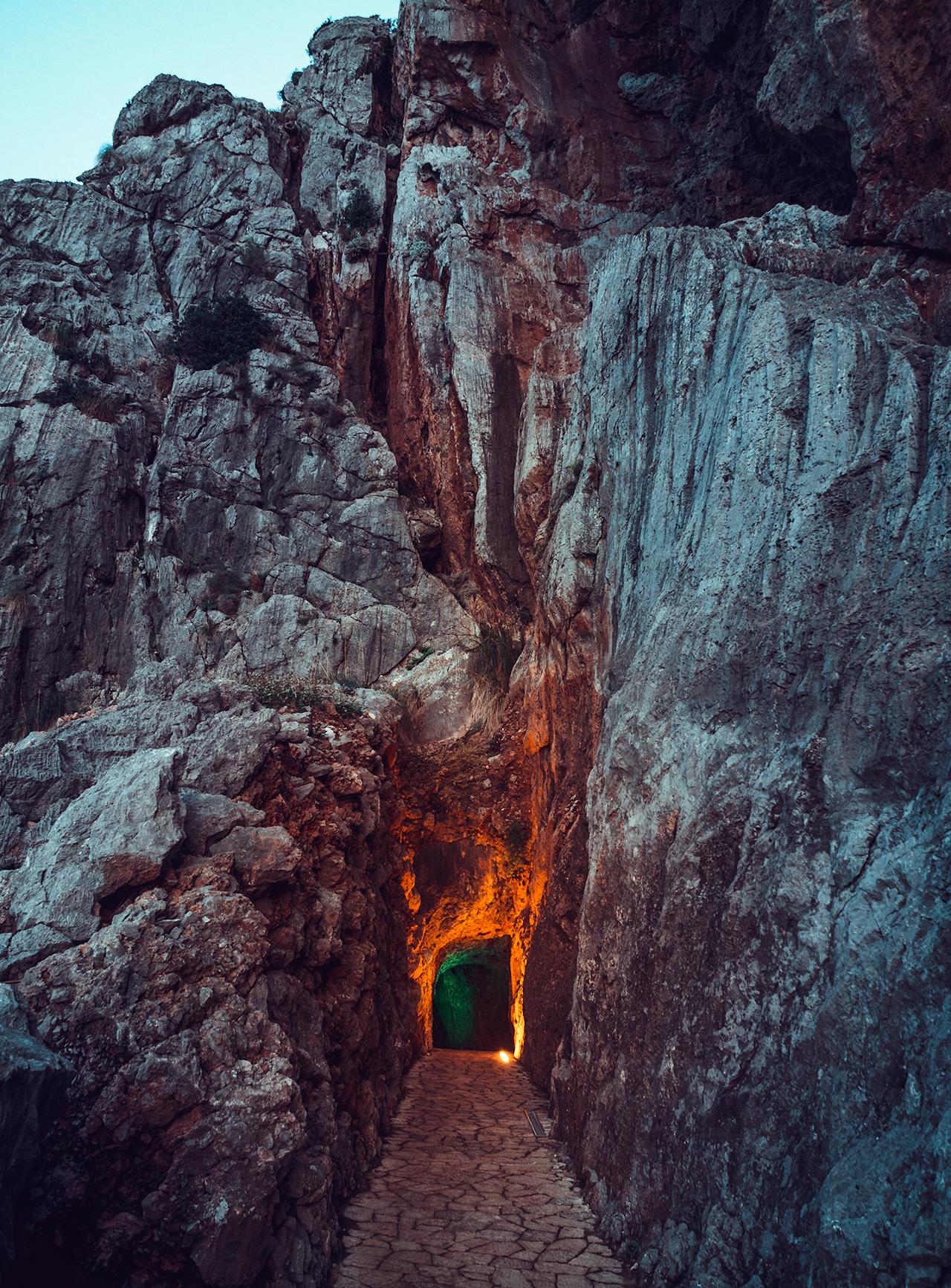 caveandlight